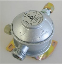 Caravan Bulkhead Regulator - 30 mbar, 10mm outlet